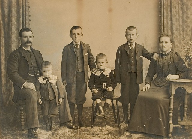 Before restoraiton: Watson Family Portrait circa 1903